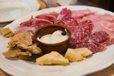 Piatto di salumi e formaggi misti