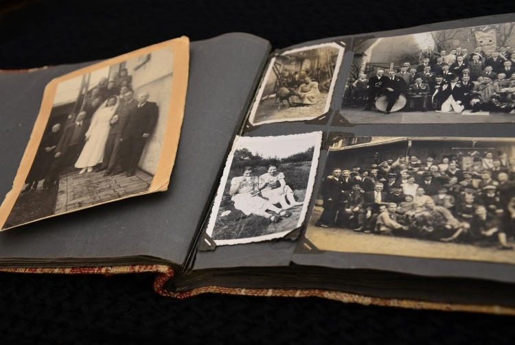 photo-album-631084_1920